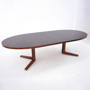 oval-dining-table-in-rosewood-to-seat-10