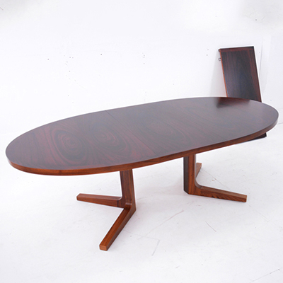 rosewood-dining-table-oval-shape-pedestal-legs